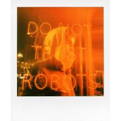 Nueva cámara de fotografía instantánea Polaroid Now Blanca. Puede usar cartuchos i-type y 600 Tienda en Valencia